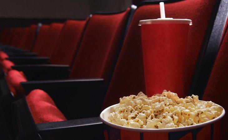 El precio de las palomitas en el cine es todo menos barato
