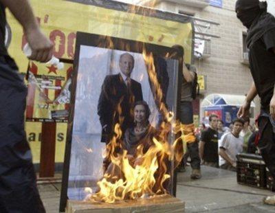 Estrasburgo condena a España por violar la libertad de expresión de dos jóvenes que quemaron fotos del rey