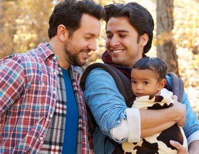 6 jóvenes adultos criados por homosexuales desmontan leyendas urbanas sobre estas familias