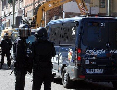 Un policía se libra de la condena por agredir a dos periodistas porque el delito había prescrito