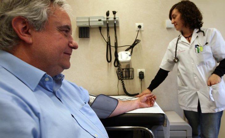 Algunos políticos españoles están tratando de privatizar el sistema de salud público. / Foto: La Vanguardia