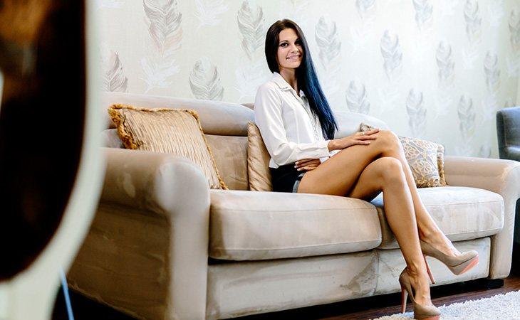 Sentarse con las piernas cruzadas no es un factor de riesgo para las varices