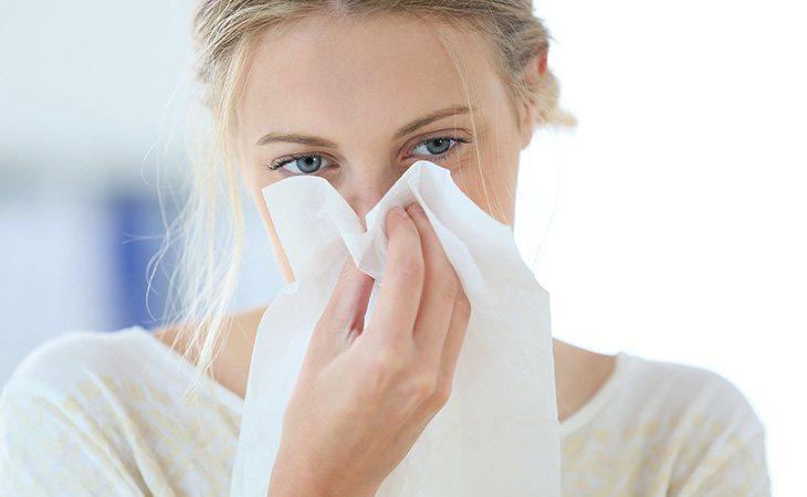 Utilizar una solución salina para sanear los conductos nasales