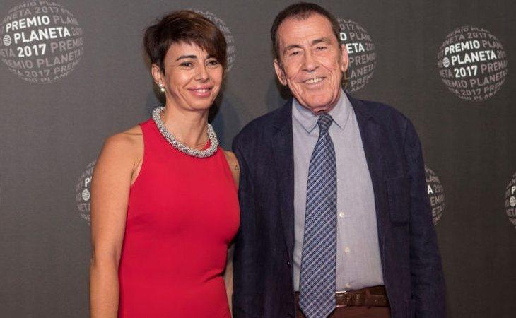 Sánchez Drago junto a su actual pareja, Laura Celeiro