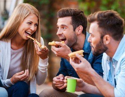 Un estudio asegura que comer pizza en el trabajo mejora la productividad