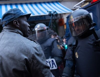 El senegalés agredido a porrazos por la Policía en Lavapiés tomará medidas legales
