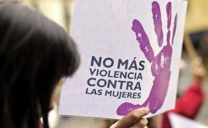Cartel contra la violencia machista en una manifestación | Foto: EFE