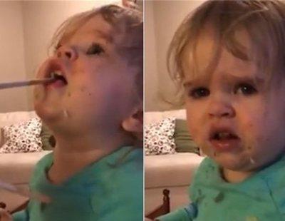 Acusan a una madre de maltrato infantil por hacer comer wasabi a su hija pequeña