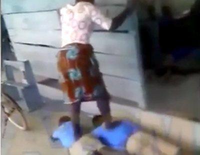 Una profesora pisotea y salta sobre los cuerpos de sus alumnos por no hacer los deberes