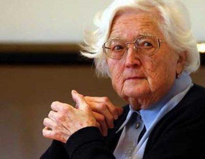 Una mujer de 91 años consigue acabar su doctorado después de 30 años haciendo su tesis