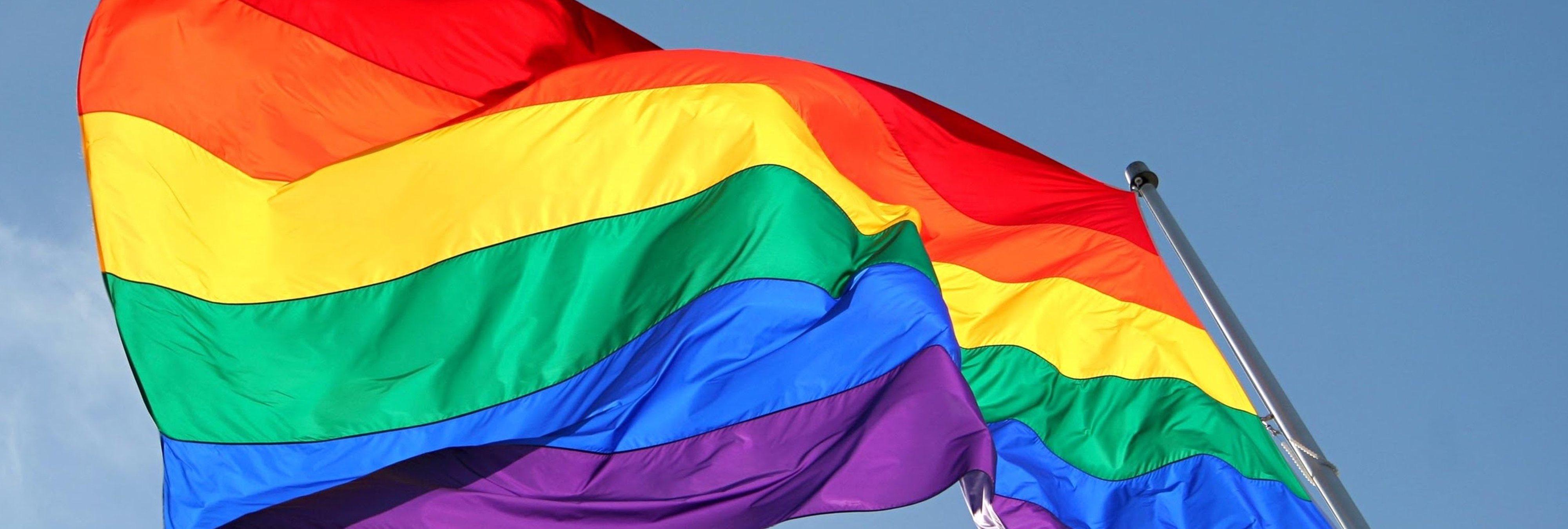 """Instagram censura una foto de un beso gay en España por """"impropia"""""""