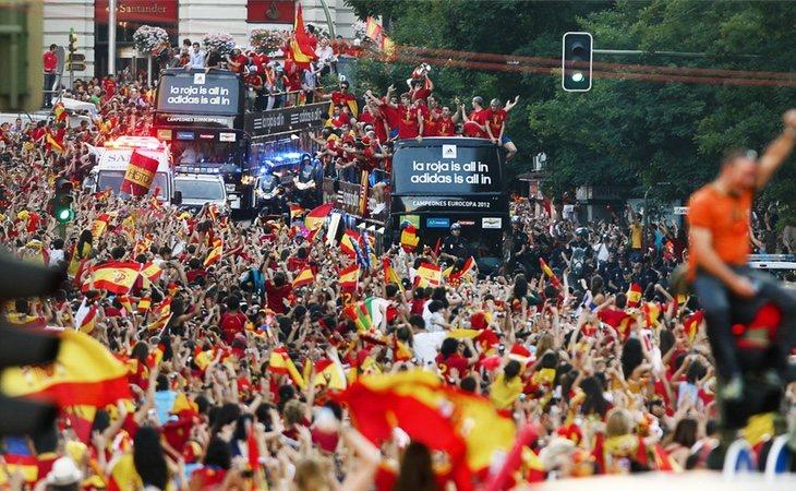 Miles de españoles celebraron la Eurocopa por las calles de Madrid