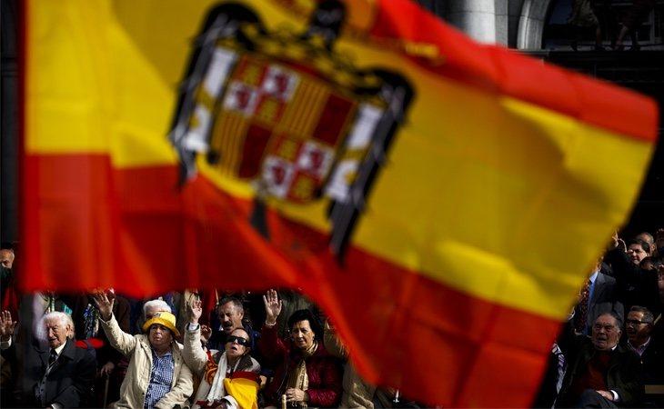 Llevar símbolos franquistas será considerado una falta grave