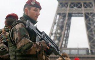 Un coche se lanza contra un grupo de militares al sur de Francia