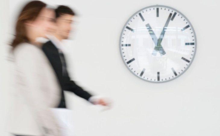 El trabajo en exceso a partir de los 40 años daña la salud
