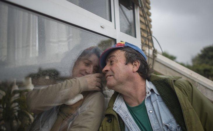 Juana está viviendo una realidad paralela donde no puede tocar a sus seres queridos