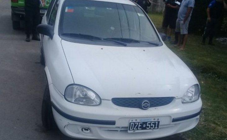 Fue una vecina la que detectó algo sospechoso en un Chevrolet Corsa blanco