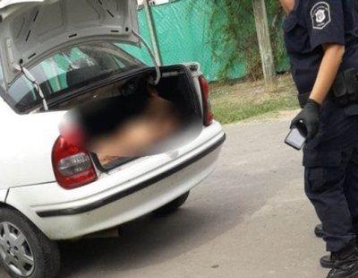 Horror en Buenos Aires: encuentran un cadáver apuñalado, desnudo y oculto en un coche