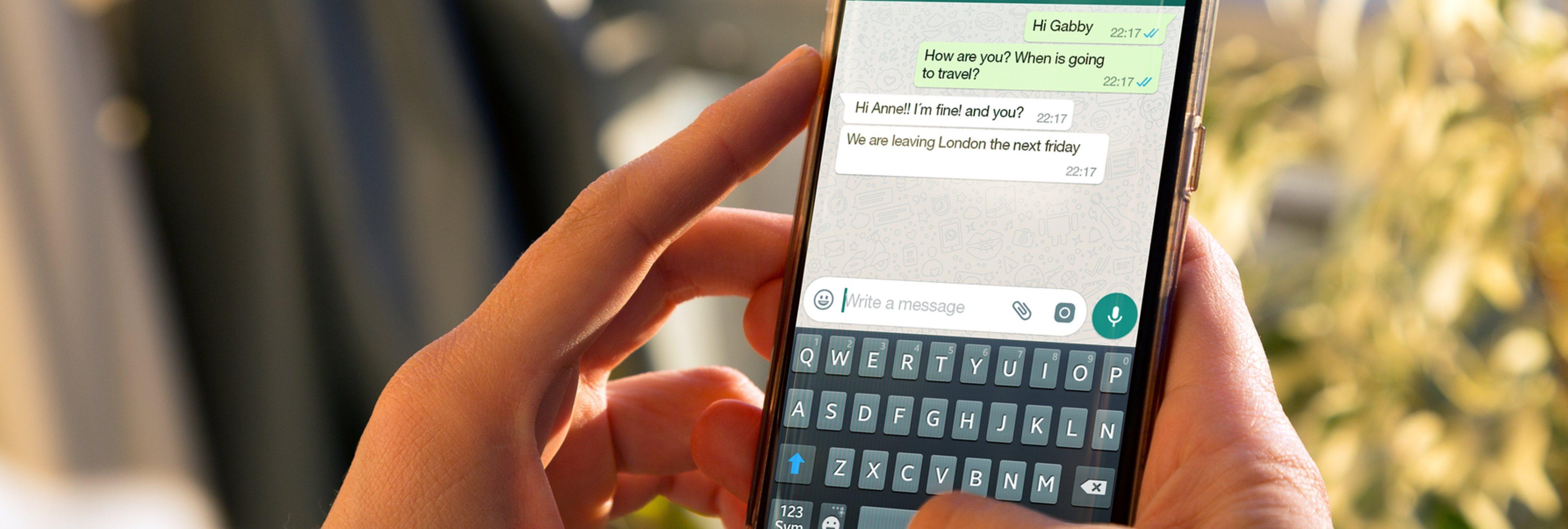 Una adolescente busca familia adoptiva a su futuro bebé a través de WhatsApp