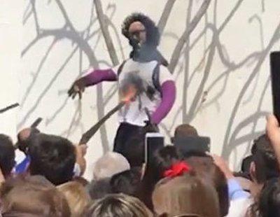"""Denuncian el """"linchamiento"""" de una muñeca que representa a Ana Julia por incitar al odio"""