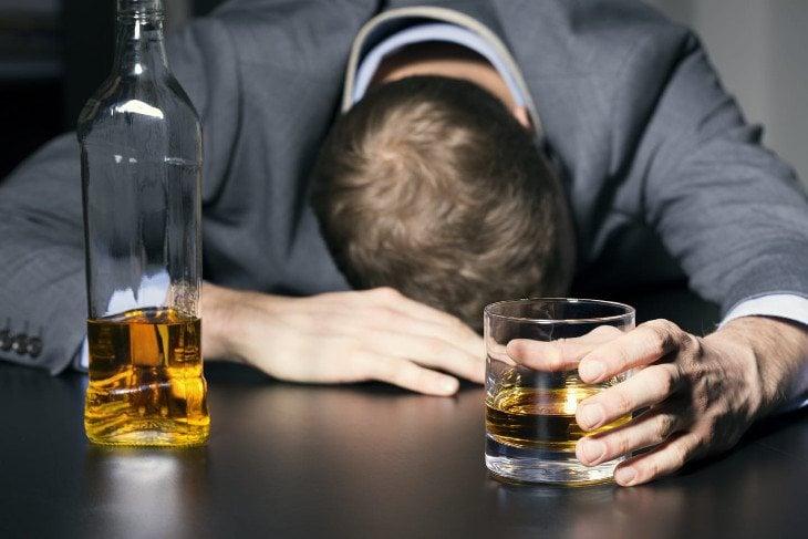 Las fiestas con alcohol pueden terminar en una auténtica marcha depresiva
