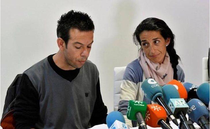Rueda de prensa de Ángel y Patricia, padres de Gabriel Cruz, este sábado en el hotel Cala Grande de Las Negras