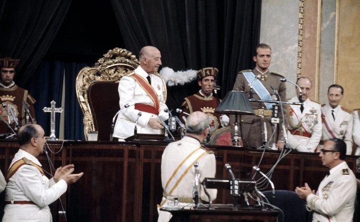 El papel de Franco como jefe del Gobierno, menos criticado por la web que el de Primo de Rivera