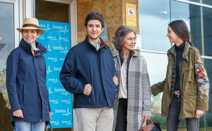 Froilán junto a su familia durante la visita a su abuelo el rey Juan Carlos tras su operación de rodilla