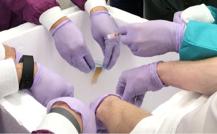 Científicos de la NASA recogiendo muestras de semen
