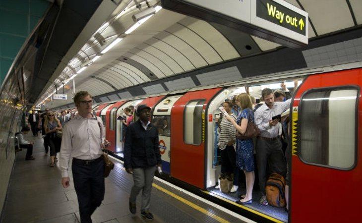 La joven fue agredida por otras dos pasajeras del metro de Londres
