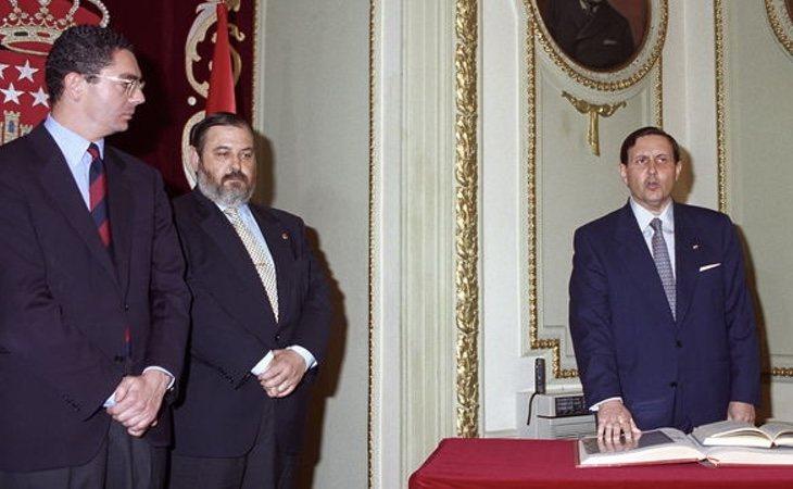 Gustavo Villapalos (derecha) fue consejero de Educación de la Comunidad de Madrid de 1995 a 2001