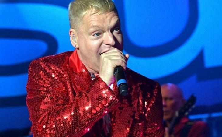 El cantante de la banda'Erasure' lo reconoció en 2004