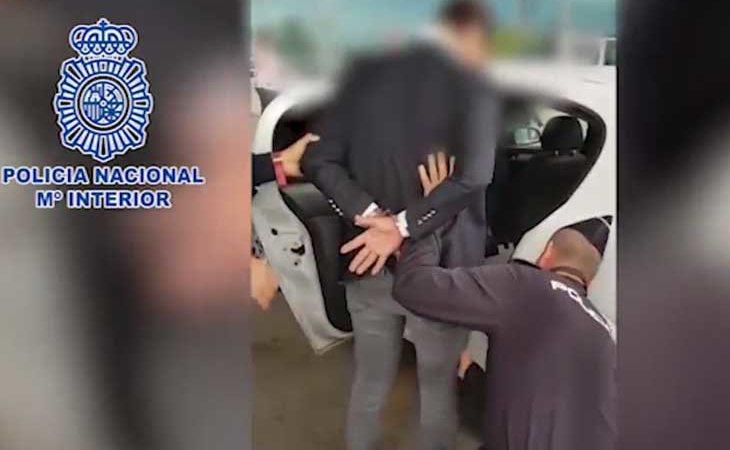 Momento de la detención de uno de los acusados