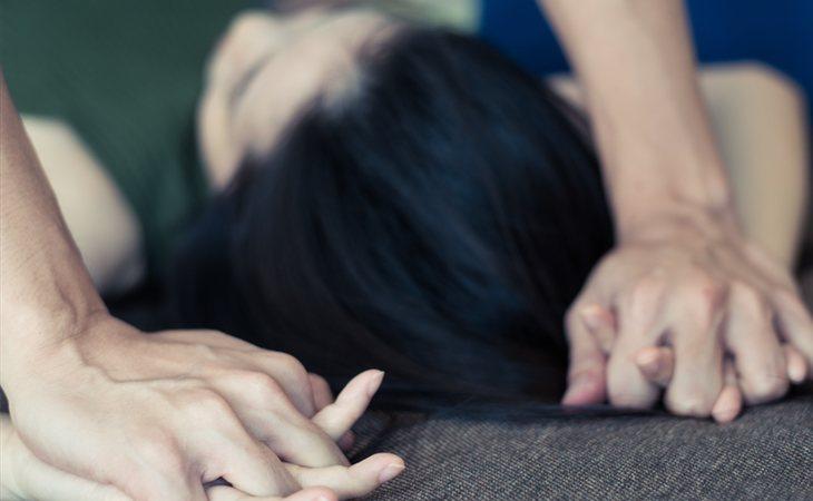 La joven fue violada por tres jóvenes