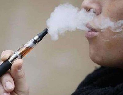 Un hombre pierde la dentadura al explotar su cigarrillo electrónico