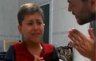 Así reacciona un niño que vuelve a oír con 13 años gracias a un regalo de sus vecinos
