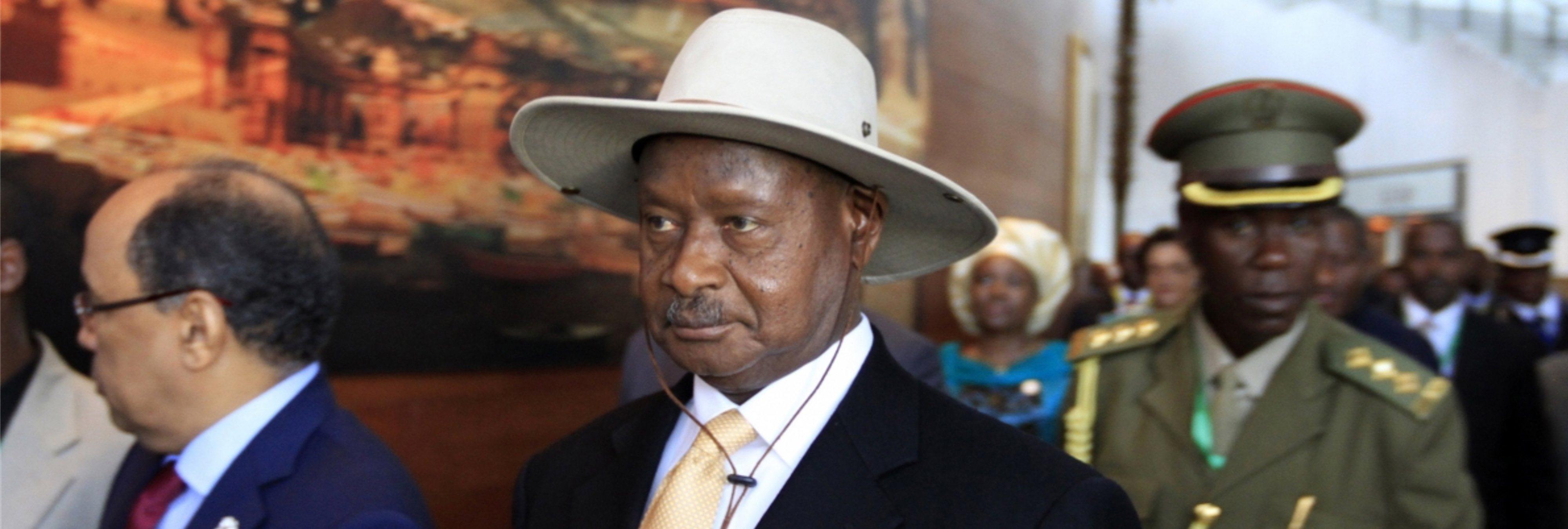 """El presidente de Uganda quiere prohibir el sexo oral: """"La boca es para comer"""""""