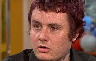 Un joven afirma que un analgésico le convirtió en homosexual