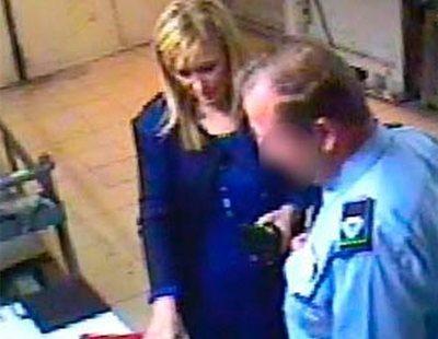 Cifuentes, acusada de robar en un supermercado cuando era número 2 de la Asamblea de Madrid
