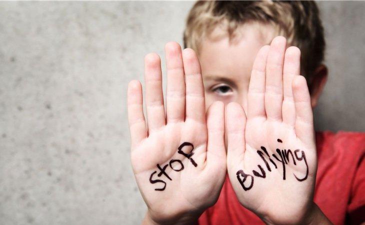 Los profesores y compañeros deben denunciar a los acosadores