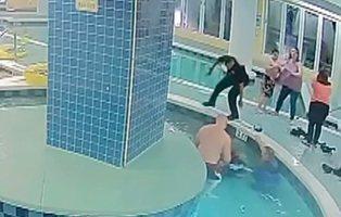 Rescatan a un niño succionado por la tubería de una piscina: quedó retenido bajo el agua