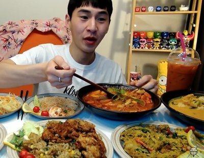 Mukbang: engullir comida hasta la saciedad ahora también da dinero en Internet