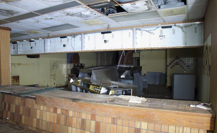 Uno de los puestos de comida abandonados