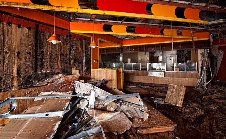 Uno de los restaurantes del interior