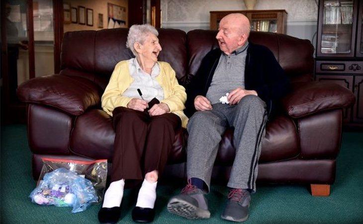 Ada y Tom pasan todo el tiempo juntos en la residencia