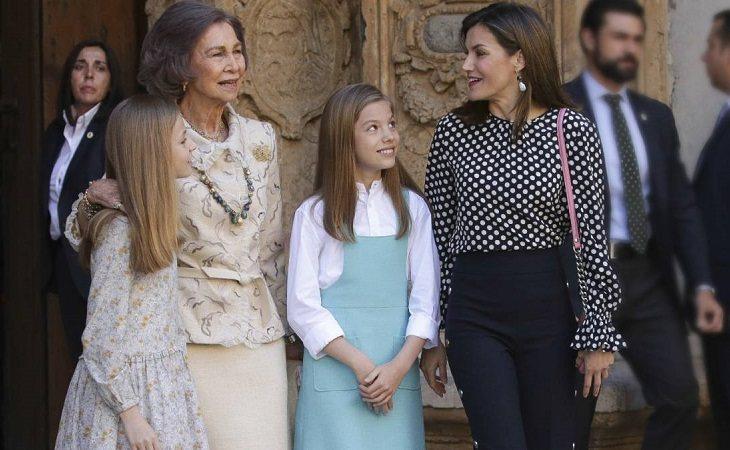 Doña Sofía y Doña Letizia junto a la Princesa Leonor y la Infanta Sofía