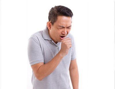 Pasa cinco días con un hueso de pollo incrustado en el pulmón sin ser consciente de ello