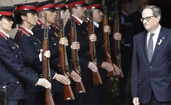 Quim Torra pasando lista a los mossos d'Esquadra