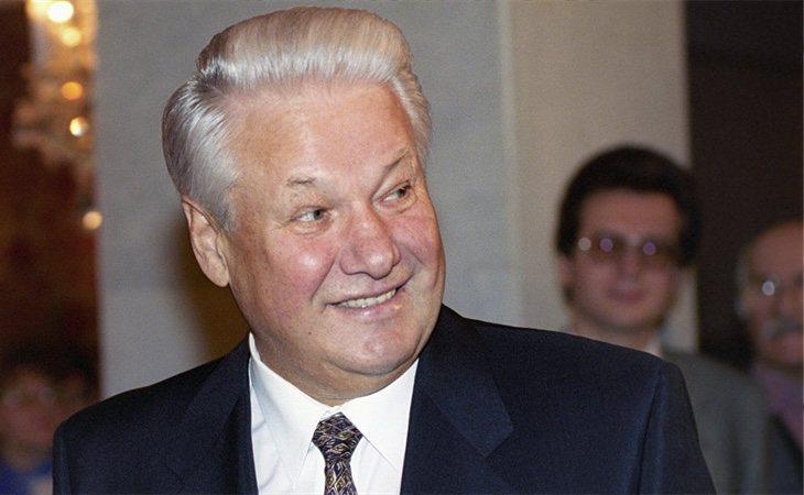 Yeltsin continuó manteniendo la región a través de la vía militar