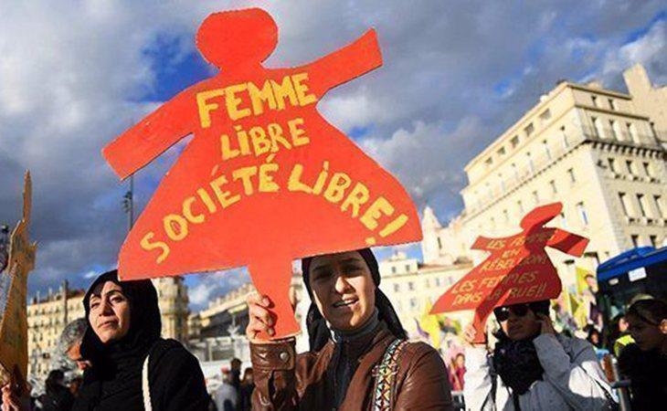 Mujeres manifestándose contra el acoso sexual en Francia